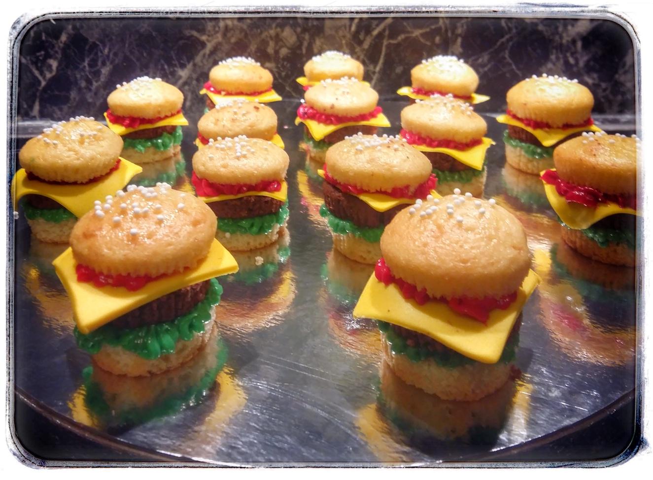 Kuchenwelt - Mein Backzubehör - Süße Burger